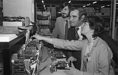Steve Jobs en la fábrica de Cork, Irlanda, en Octubre de 1980