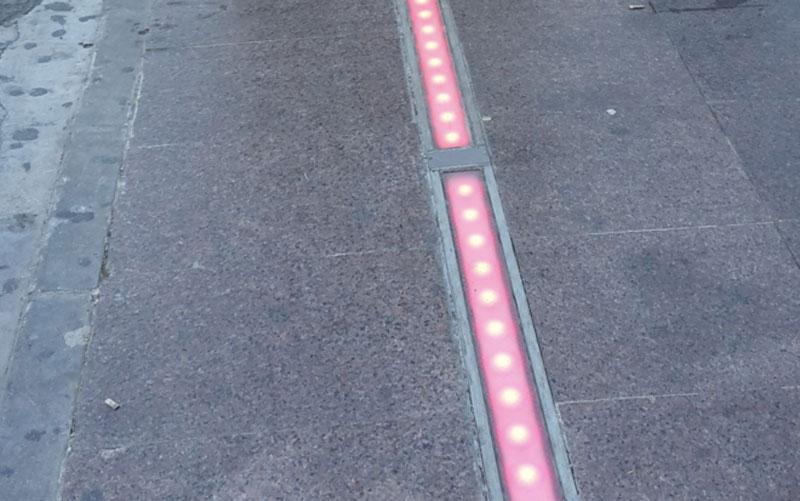 Luces en el suelo para los que usan Smartphones