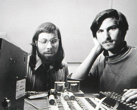 Steve Wozniak y Steve Jobs construyendo el Apple I