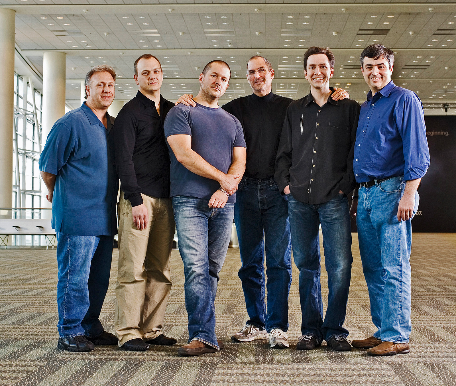 Tony Fadell, Steve Jobs, Jonathan Ive, Scott Forstall, Edy Cue y Phil Schiller
