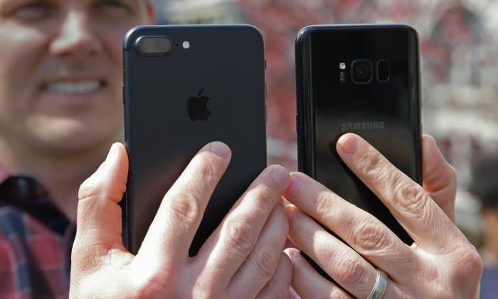iPhone vs Galaxy 8